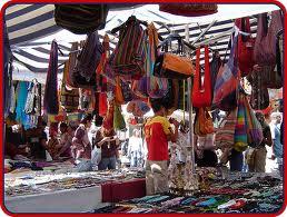 I mercatini rom e dell'usato, le aree di libero scambio autorizzate, gli struzzi e gli scheletri negli armadi.